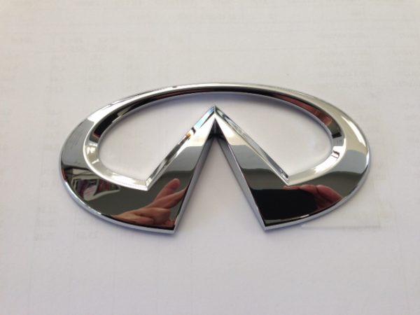 Emblem ''INFINITI'' - Nissan Skyline V36