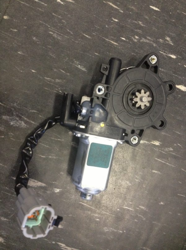 Power Window Motor   Nissan Elgrand E51 RH Front